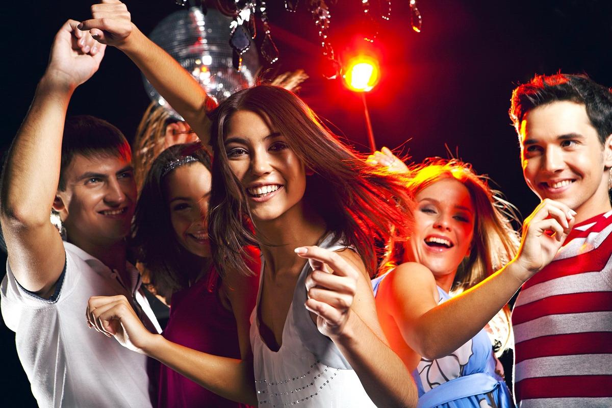 интернете интересом фото молодежь в клубах диадема или