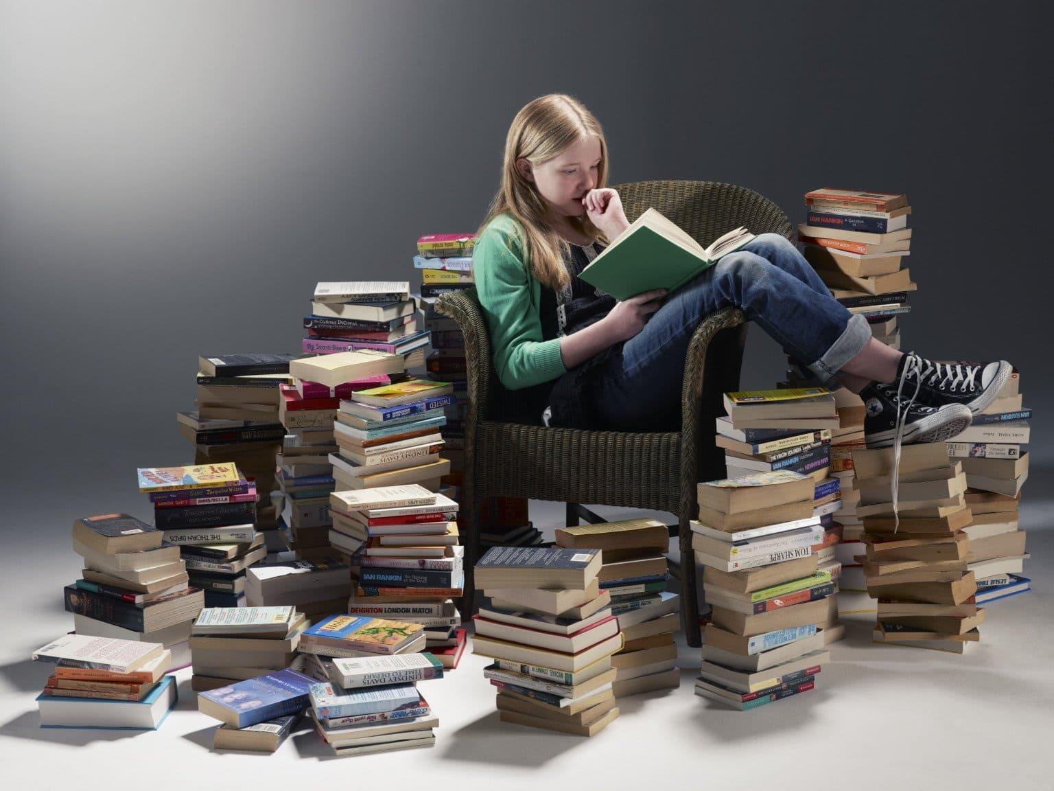 много учебников