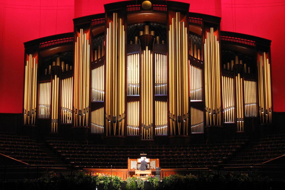 клавишно-духовой музыкальный инструмент