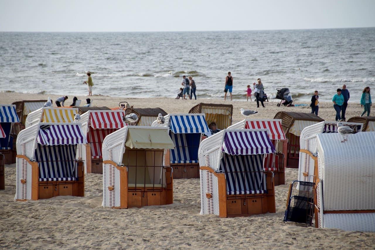море и люди на отдыхе