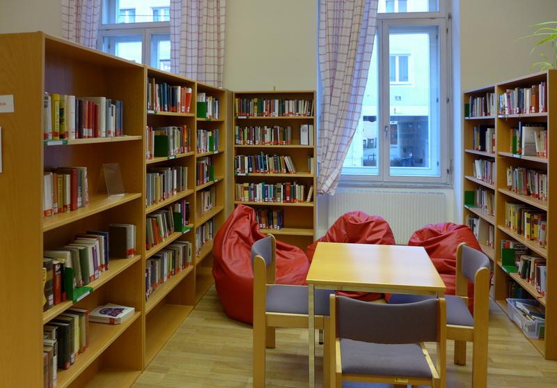 библиотека, много книг для школьников